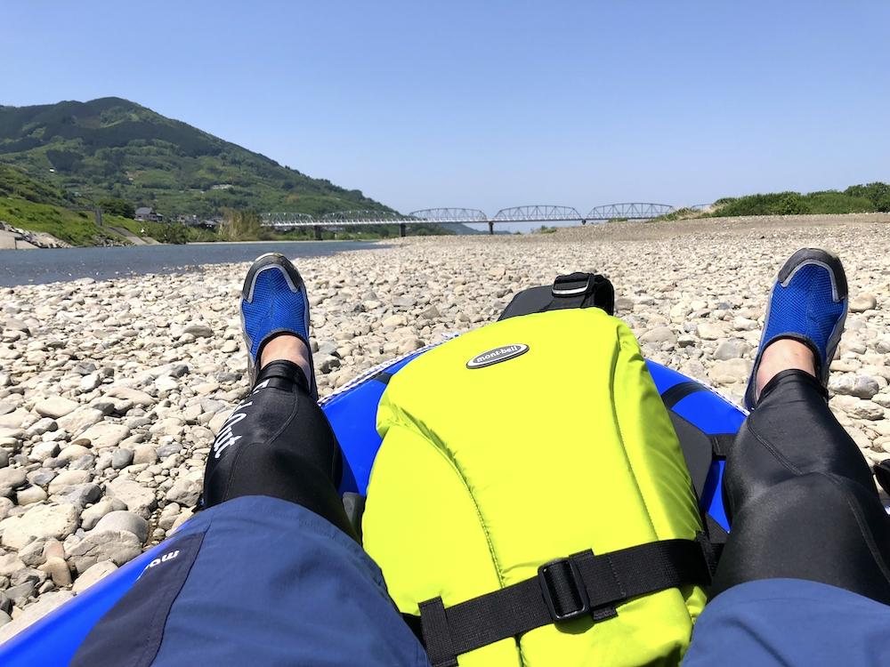 紀の川の河原でお昼寝