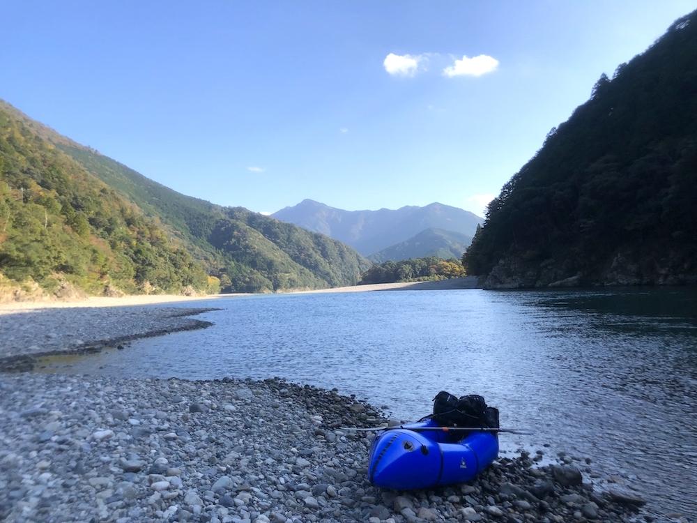 熊野川で休憩