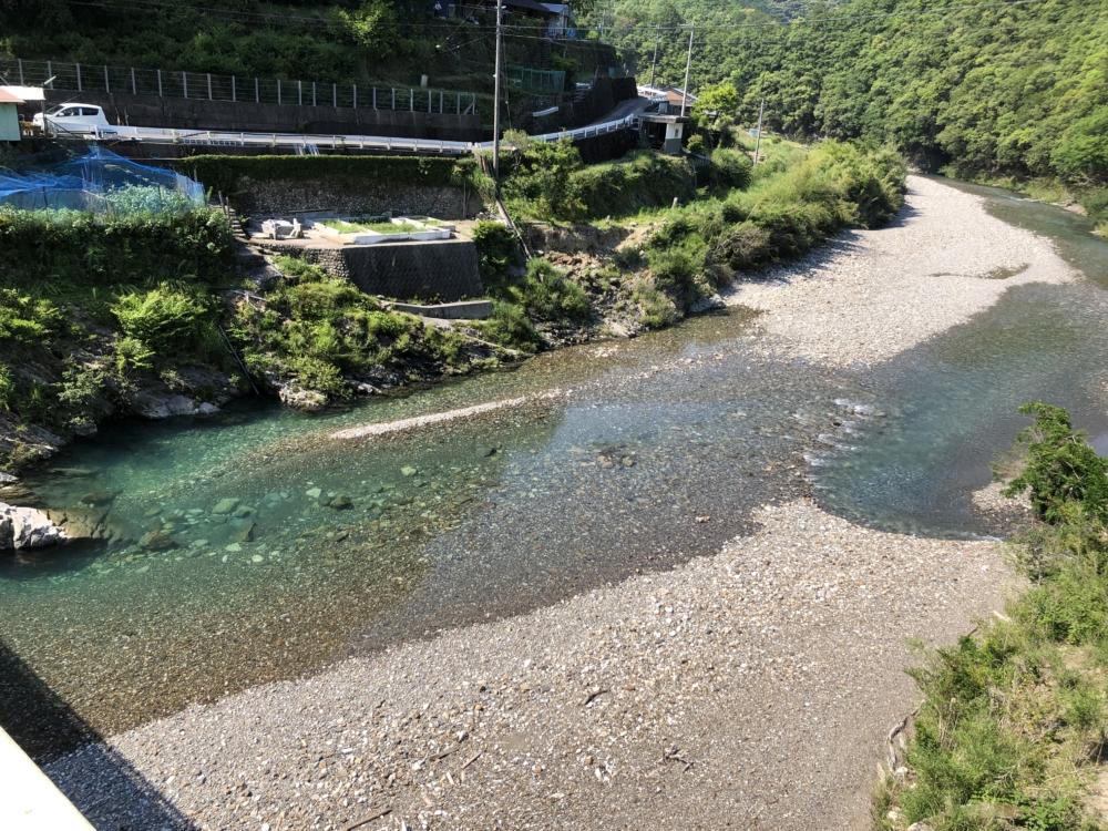 大塔川。橋の上から。