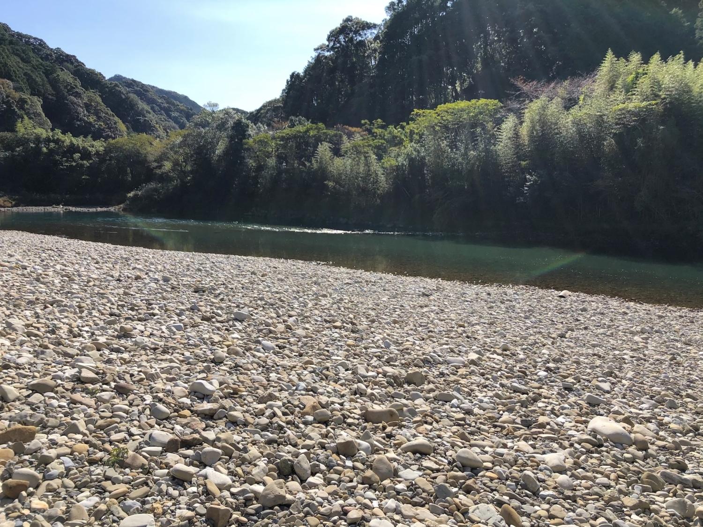 鶴川橋の河原