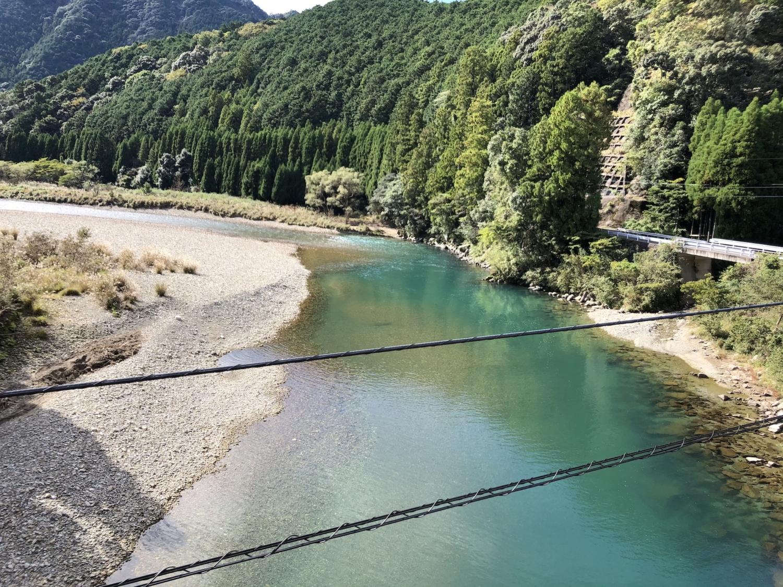 橋の上から見る古座川