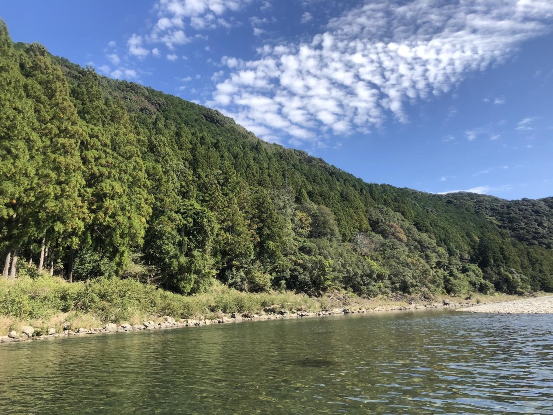 秋の雲と古座川