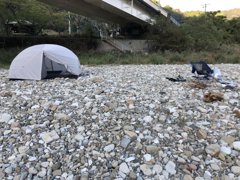 鶴川橋河原でソロキャンプ