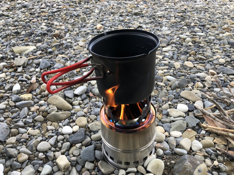 焚き火で湯沸かし
