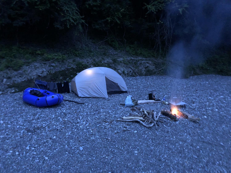 和田川でテント泊