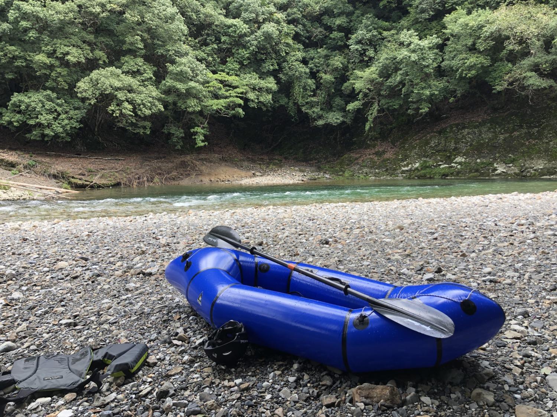 お昼休憩の河原